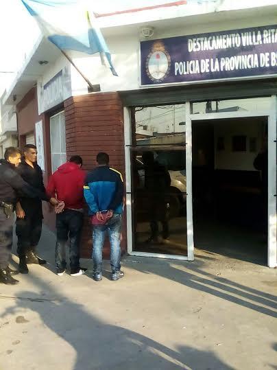 Lomas de zamora dos detenidos por portaci n de arma de for Interior y policia consulta de arma